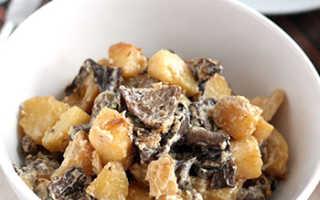 Как приготовить опята с картошкой и сметаной: рецепты жареных грибов